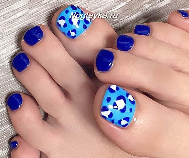 Синий педикюр